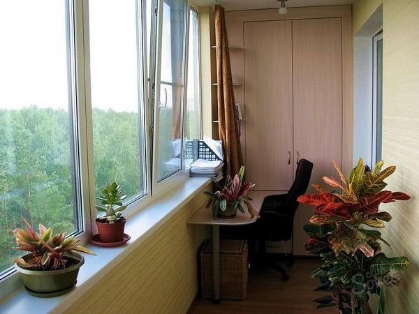 Какой можно поставить шкаф на балконе или лоджии