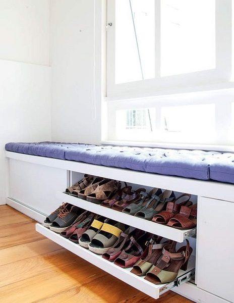 фото: обувница с сидушкой на балконе