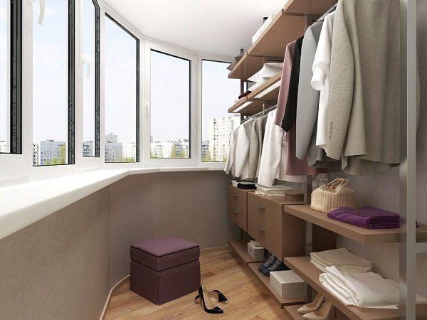 открытая гардеробная на балконе