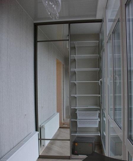 дизайн гардеробной на балконе