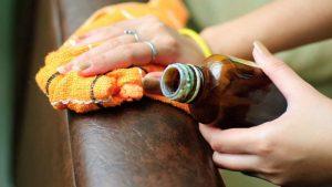 Как оттереть ручку с кожаного дивана: полезные советы