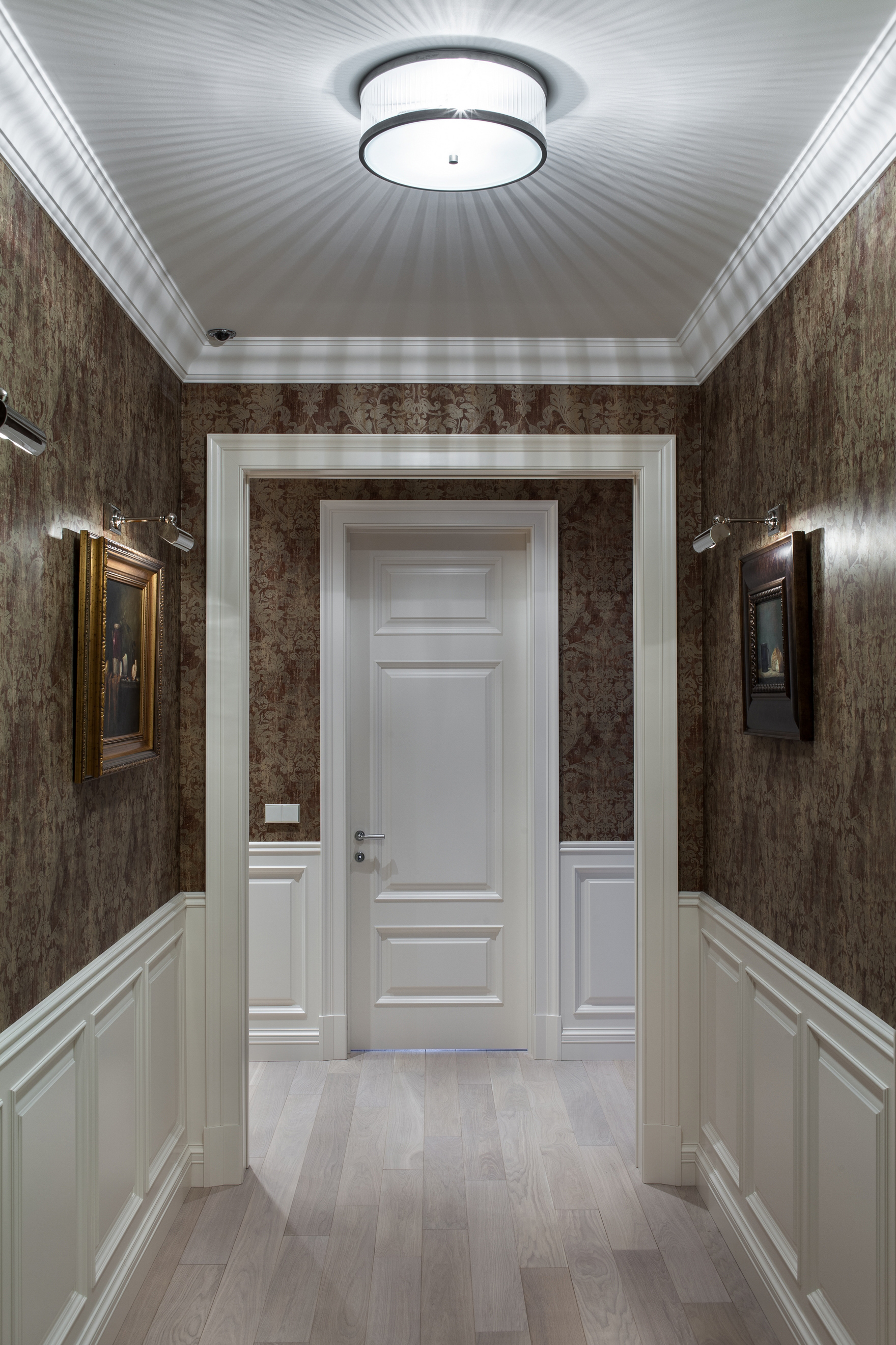 яркий коридора с узким коридором