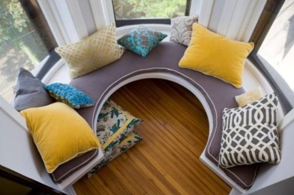 Круговой диванчик. Фото с сайта namestaj24.com