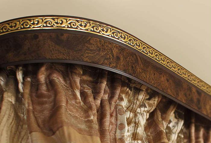 Профильный карниз с багетом подходит для оформления современных и классических стилей, важно правильно подобрать дизайн декоративной планки