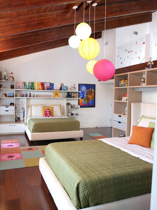 Большая детская комната с личным пространством для каждой девочки