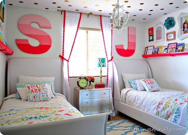 Потолок в горошей в детской комнате