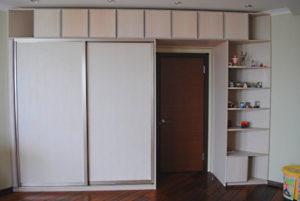 шкаф вокруг дверного проема своими руками
