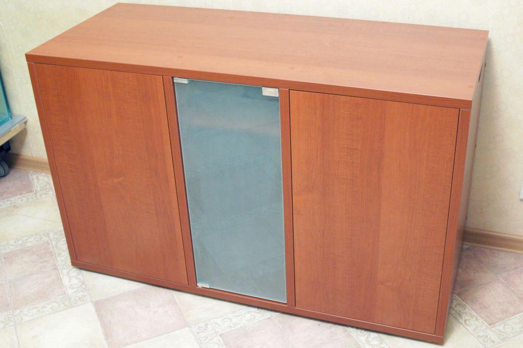 Рекомендуется создавать конструкцию, в которой столешница будет совпадать с параметрами стеклянной колбы или немного превышать их