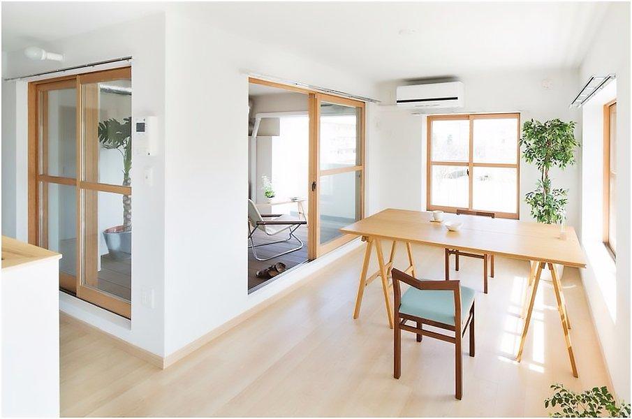 Зонирование интерьера в японском стиле с помощью раздвижных дверей
