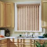 Вертикальные жалюзи на кухонном окне