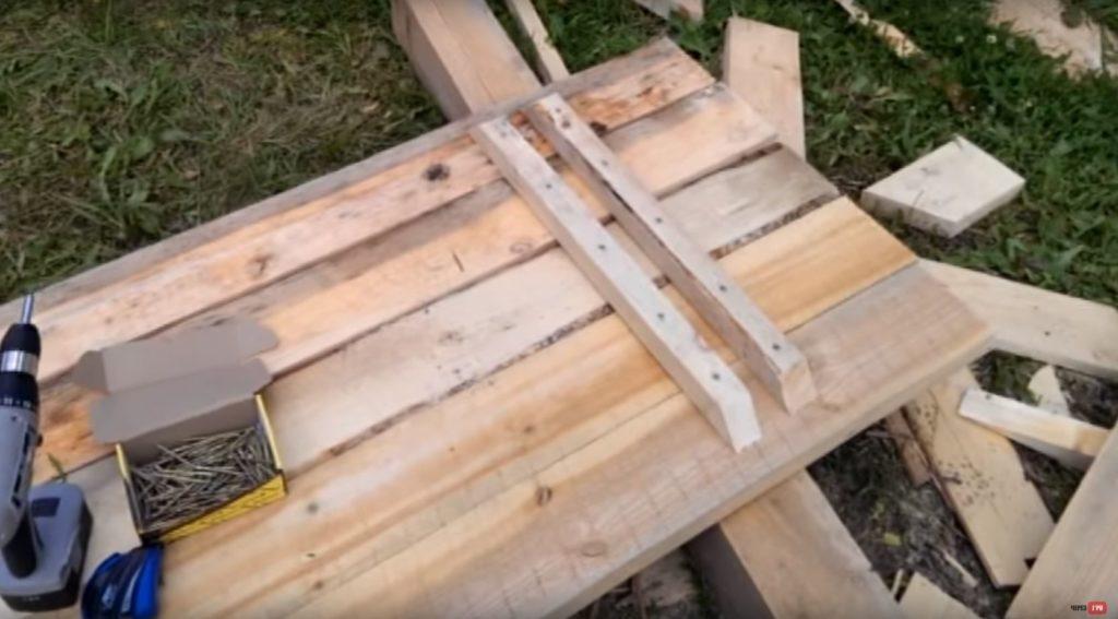 Крепление пяти досок столешницы и деревянных реек