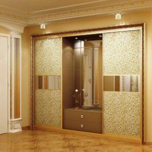 шкаф с декоративным зеркалом