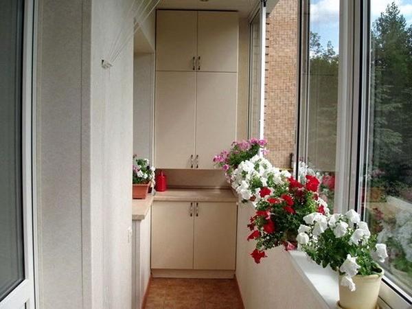 Как сделать шкаф для узкого балкона