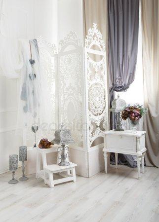 Потертый шик Белый зал, Свадебный декор — стоковое фото