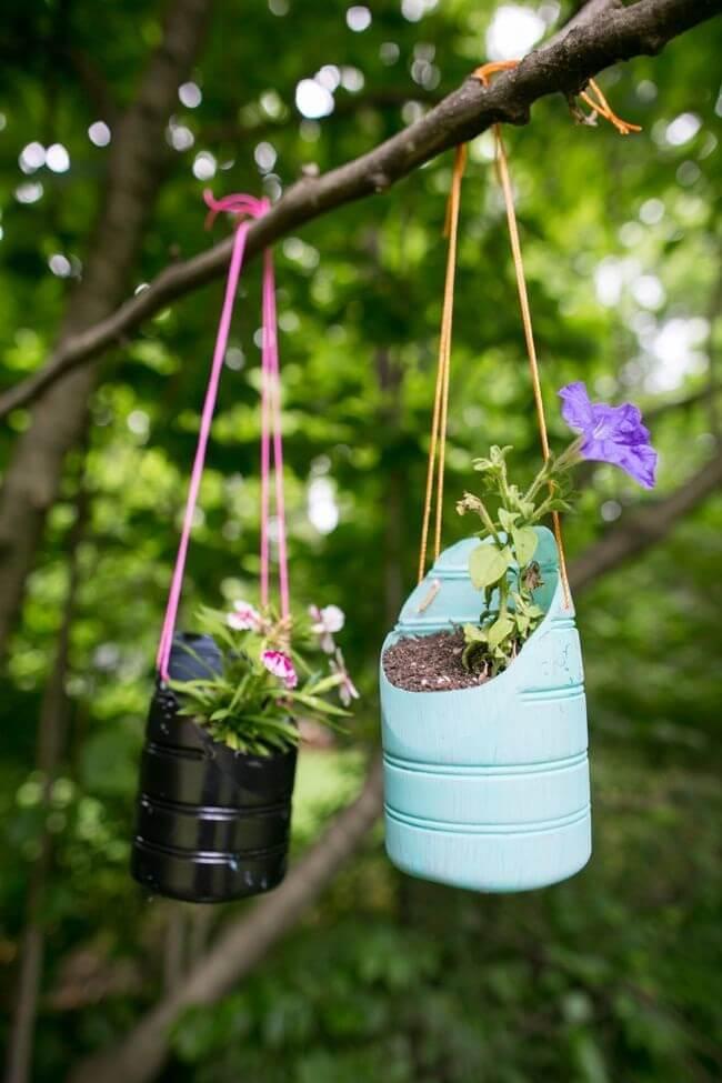 Даже на первый взгляд скучная ветка, может стать настоящим украшением для вашего сада