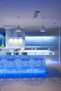 современное освещение для кухни