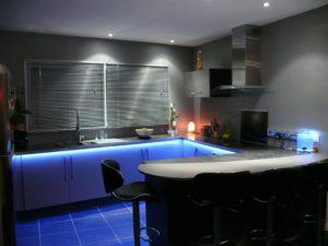 дополнительное освещение пространства кухни