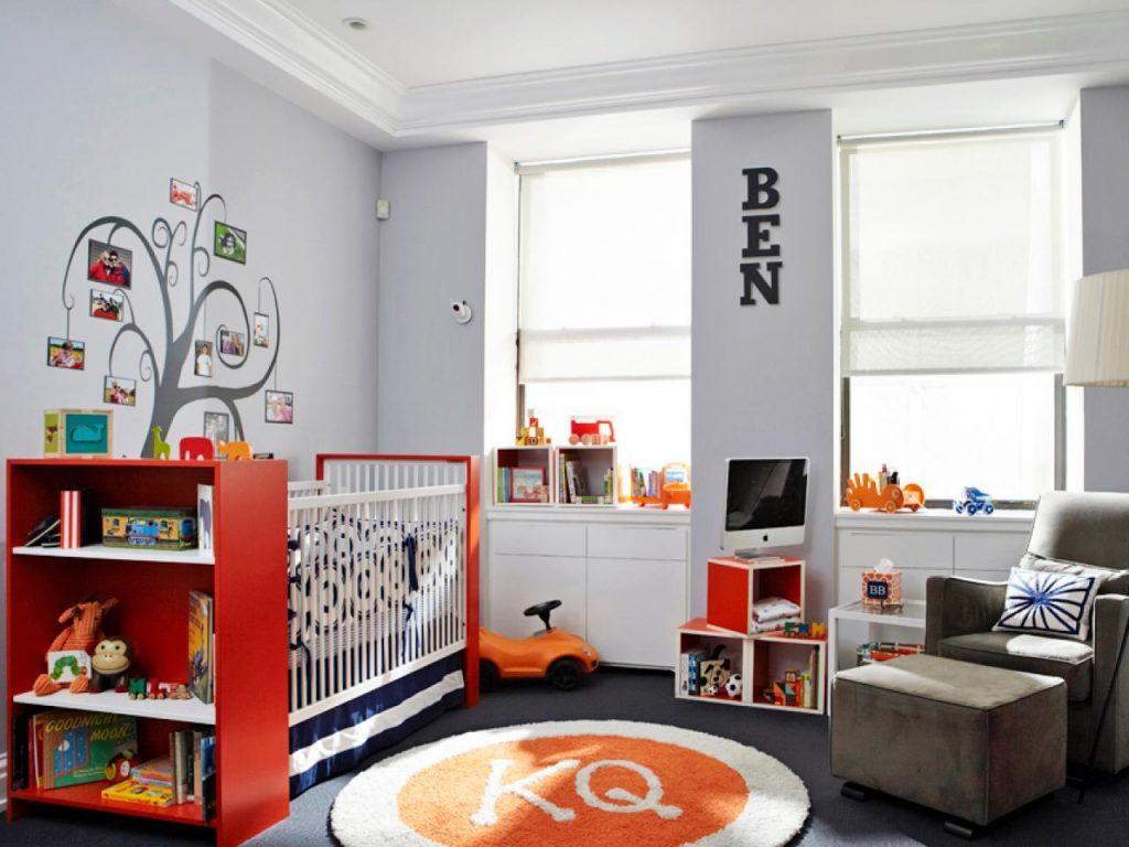 Белые стены и потолок в детской комнате