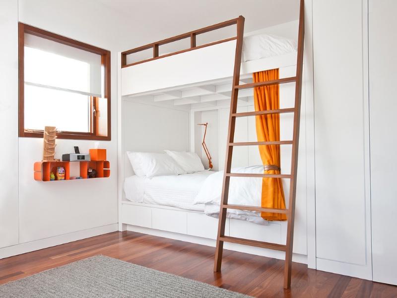 Встроенная детская кровать в два яруса