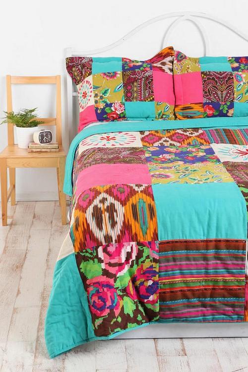 Изделия пэчворк в интерьере спальни