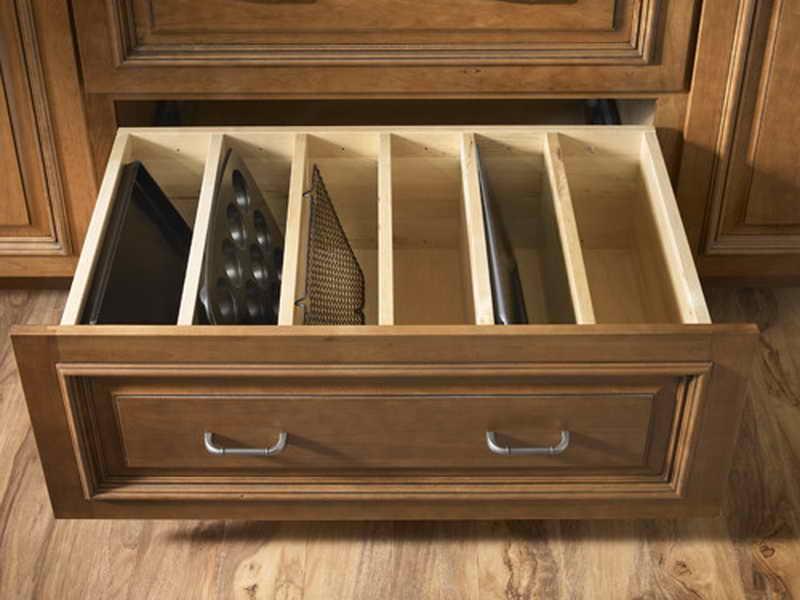 Выдвижной ящик для хранения противней и форм для выпечки