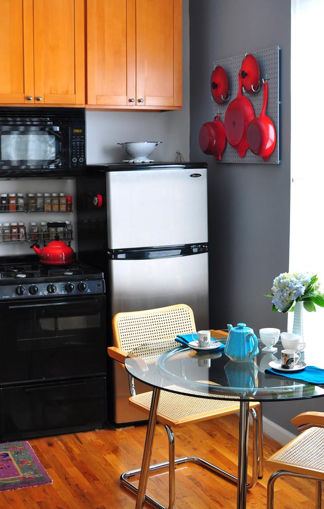 Настенная панель для хранения сковородок и кастрюль