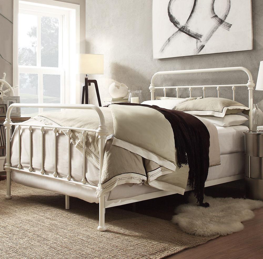 Кровать на металлическом каркасе