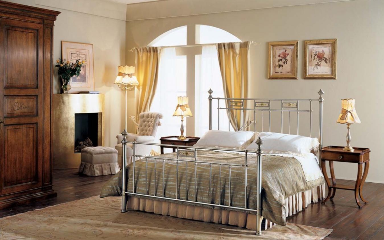 Кровать из стали в интерьере