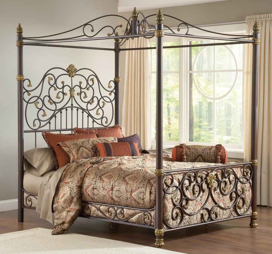 Кованая кровать с каркасом для балдахина