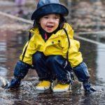 Как выбрать детский комбинезон на осень и весну