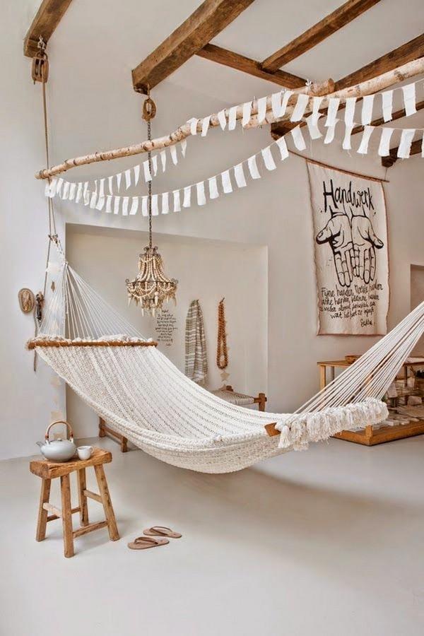 Светлая детская комната к лету с гамаком
