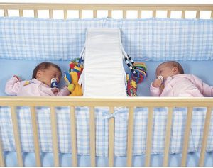 двойня в кроватке