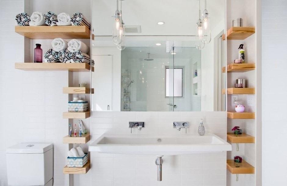 Открытый тип полок для ванной более удобен и практичен нежели закрытый