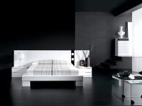 большая черная спальня с белой мебелью