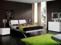 зеленые акценты в черной спальне