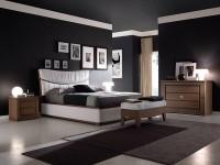 черный потолок и белый пол в спальне