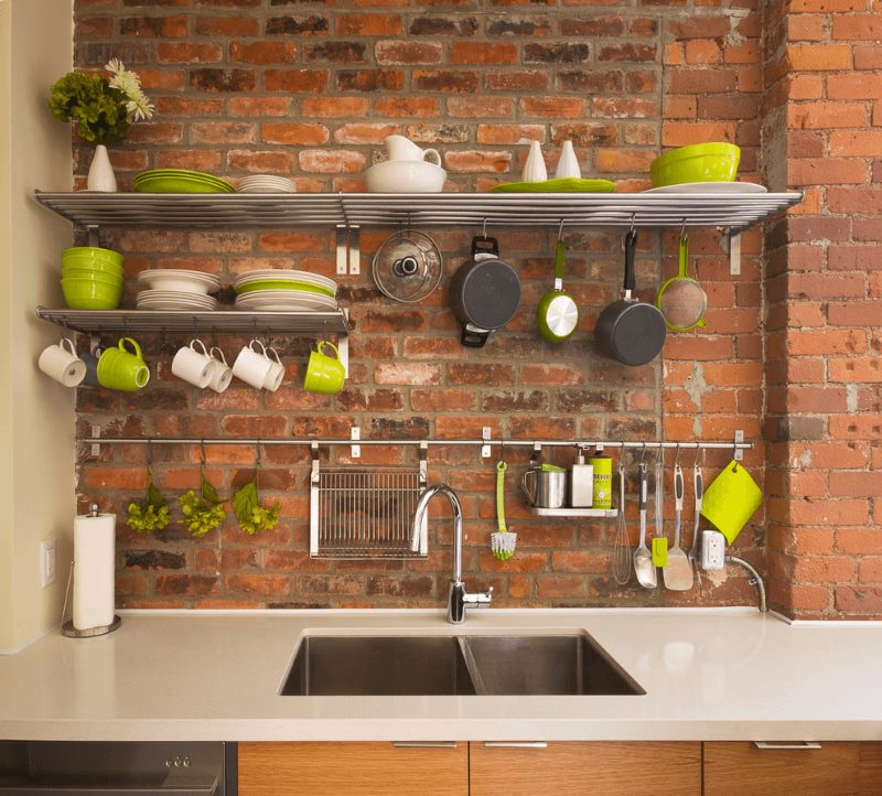 Размещение кухонной посуды на открытых системах хранения