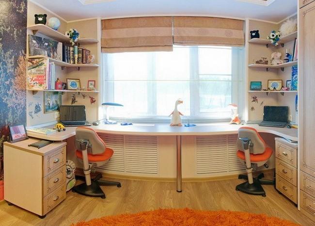 Стол у окна для двоих детей