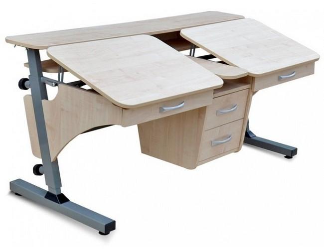 Деревянный стол для двоих