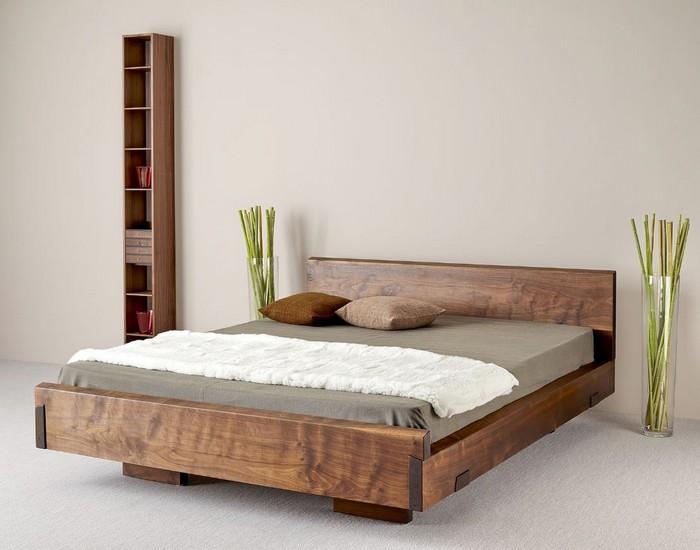 Деревянная мебель в интерьере спальни