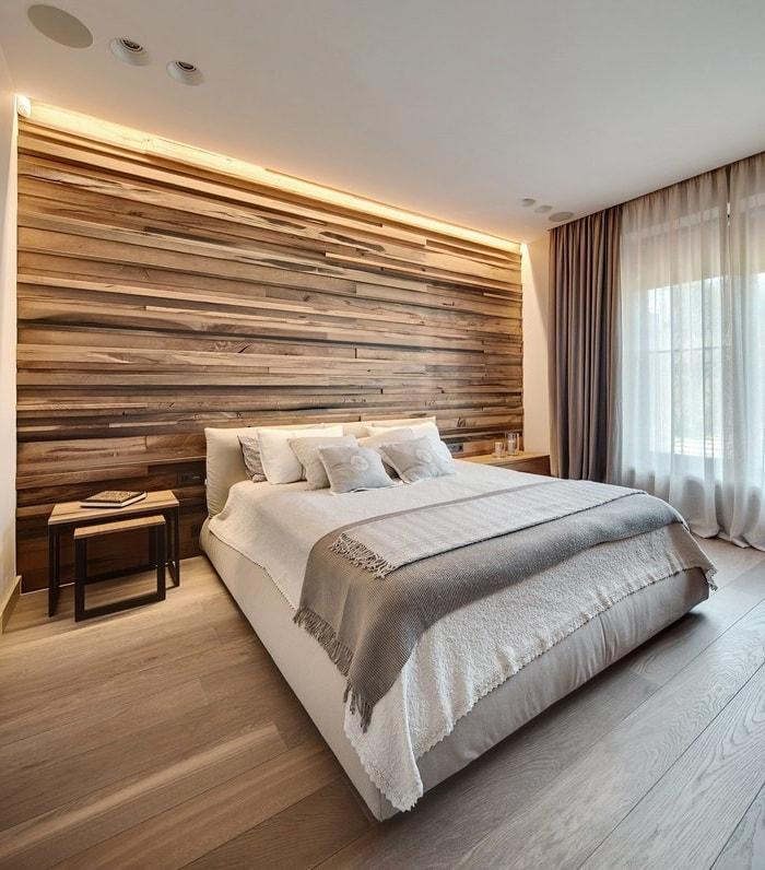 Мягкая фоновая подсветка стены добавит интерьеру шарма и изящества