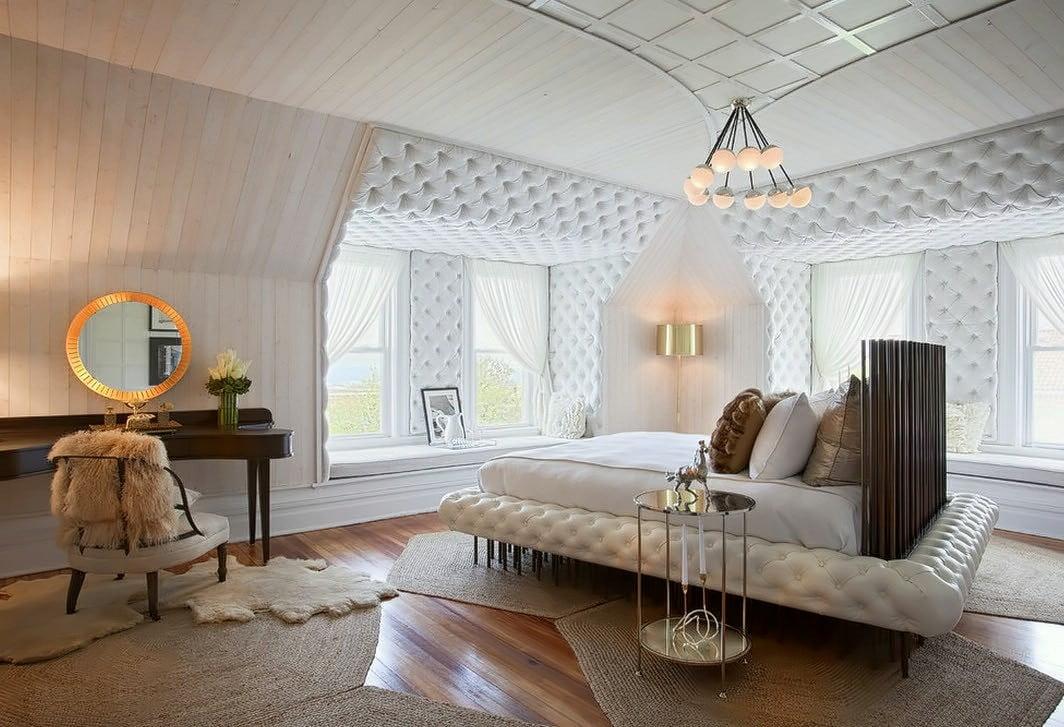 Выделить спальное место используя для этого мягкий материал, что и у кровати - будет являться отличным решением
