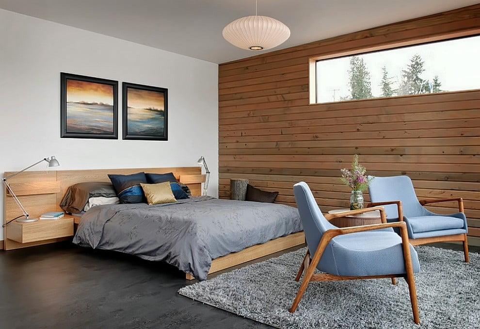 Если позволяет место, то возле кровати можно разместить два стула в которых можно удобно расположиться возле телевизора
