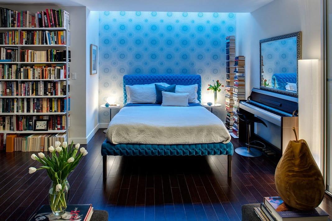 Конечно на эксперимент с неоновым освещением в спальне согласится далеко не каждый, однако создает такая подсветка поистине великолепную и роскошную атмосферу