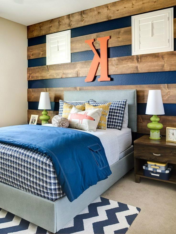 Современная спальня для подростка с красивой и удобной кроватью