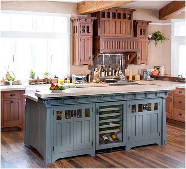 Голубой кухонный остров с «ремесленным» шкафом