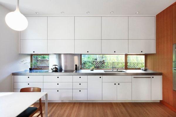 Прямая белая кухня фото