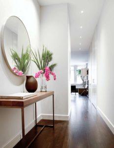 круглое зеркало в коридоре