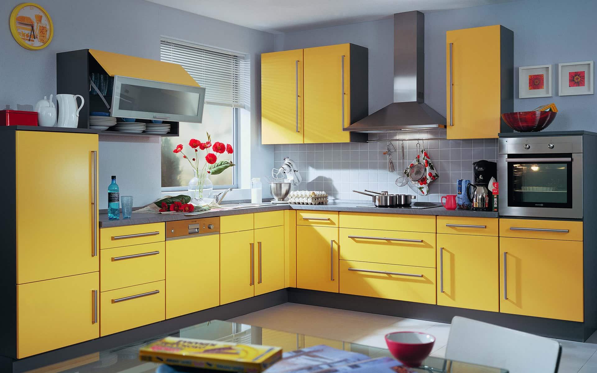 Желтый цвет, как и белый, способен поменять объём кухни, придавая интерьеру визуальную глубину