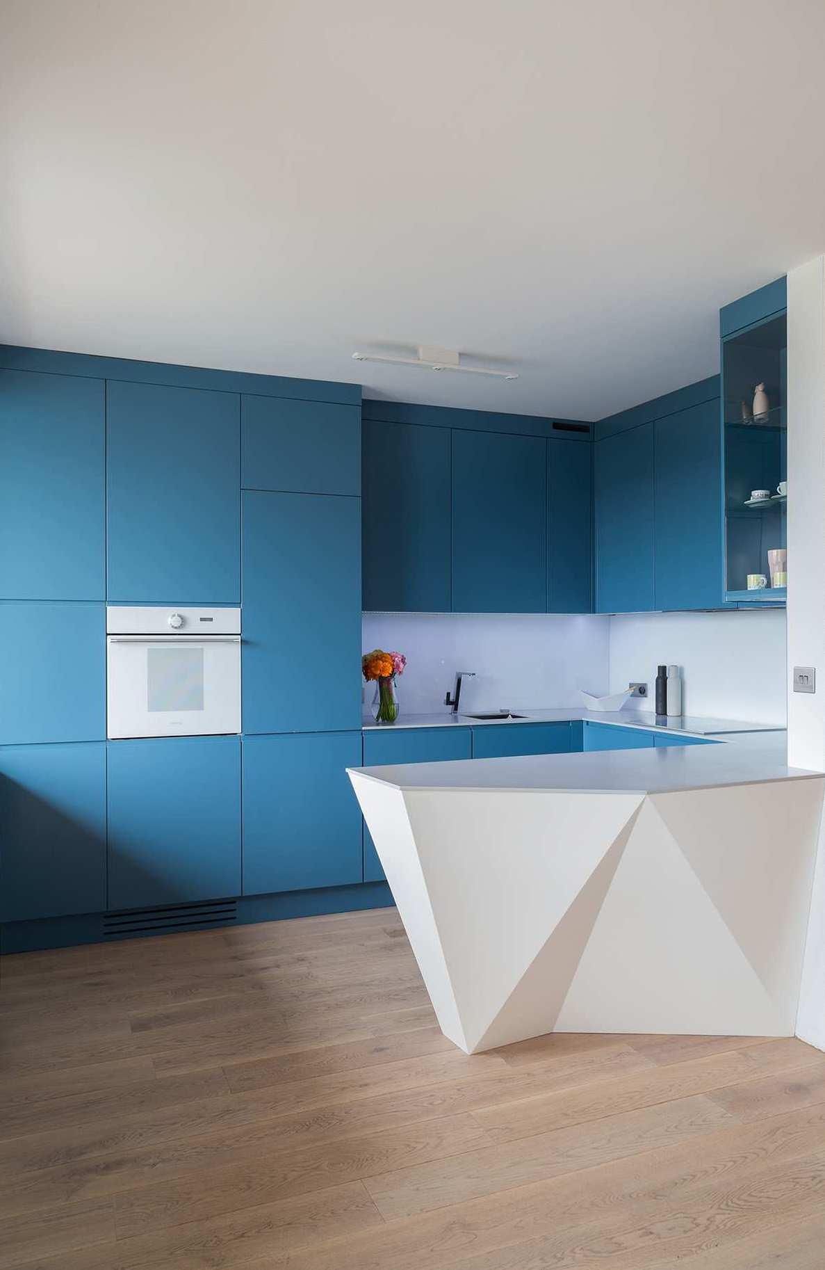 Удобная и практичная барная стойка может с успехом заменить кухонный стол, освобождая тем самым дополнительное пространство